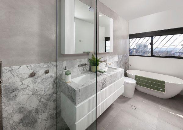 gold coast penthouse bathroom