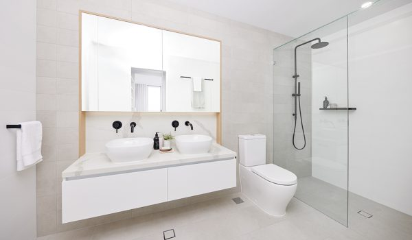 surf-life-saving-draw-204-palm-beach-apartment-bathroom